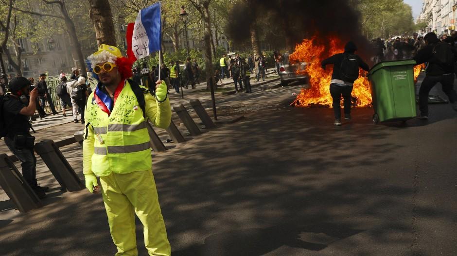 """Ausschreitungen bei """"Gelbwesten""""-Protesten am Samstag in Paris"""