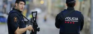 Katalanische Polizisten sichern die Flaniermeile Ramblas am Tag nach dem Attentat in Barcelona