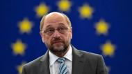 EU-Parlamentspräsident Martin Schulz - ist von der SPD, was der Union nicht sonderlich passt.