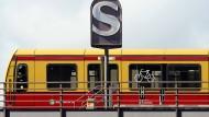 Angeblich haben die S-Bahnen in Berlin etwas mit den potenziell rechtswidrigen Beraterverträgen zu tun.