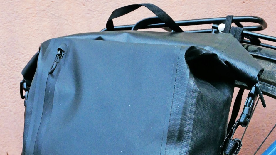 Wasserdichte Tasche für hintere Gepäckträger von Vatum Bikes.