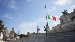 Fahnen auf halbmast in Italien – verschärfte Maßnahmen in Polen