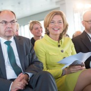 Die stellvertretende CDU-Vorsitzende Julia Klöckner am Montag mit dem Bundeslandwirtschaftsminister Christian Schmidt (CSU, l.) und CDU-Generalsekretär Peter Tauber beim Deutschlandkongress von CDU und CSU in Hamburg.