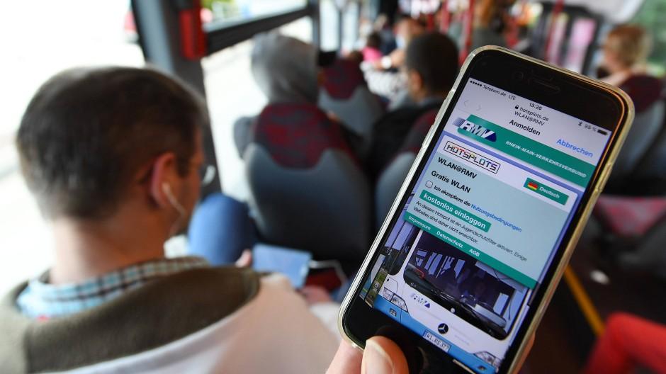 Auf Abruf: Der RMV will künftig bestellbare Kleinbusse in sein Angebot aufnehmen.