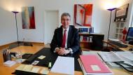Kartellamtspräsident Andreas Mundt in seinem Bonner Büro
