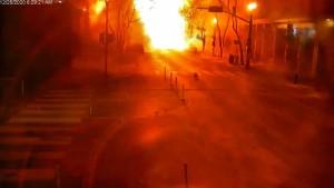 Überwachsungkamera zeigt Bilder von Explosion