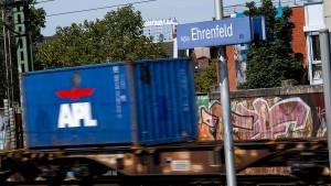 Güterzug überrollt drei Fußgänger