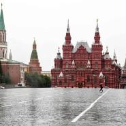 Noch ist der Rote Platz in Moskau menschenleer, doch ab Juni will die russische Regierung die Corona-Restriktionen lockern.