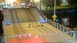 Von der Brücke verschluckt