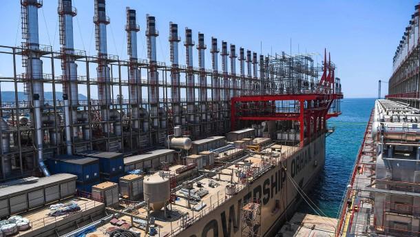 Schwimmende Kraftwerke für Tripolis