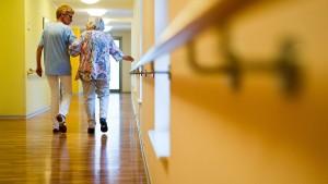 Kabinett beschließt Gesetz für höhere Löhne in der Pflege