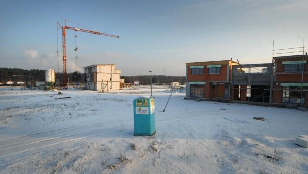 Lohwald-Viertel - Entwicklung des bundesweit als sozialen Brennpunkt bekannten, jetzt an den Eichen genannt. Zwei Häuser sind bewohnt, acht oder neun stehen leer.
