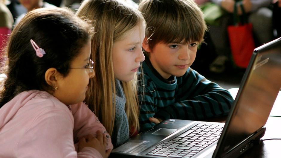 Was Kinder am Computer tun, soll nach dem Urteil des BGH keiner permanenten Kontrolle unterliegen