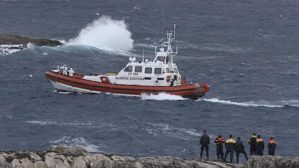 Italienische Küstenwache sucht nach Leichen