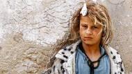 Ein am Kopf verletztes syrisches Mädchen