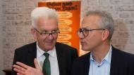 Die Laune könnte schlechter sein: Winfried Kretschmann (links) unterstützt Tarek Al-Wazir im Wahlkampf.