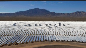 Kopie von The Google logo is spelled out in heliostats \during a tour of the Ivanpah Solar Electric Generating System in the Mojave Desert near the California-Nevada border