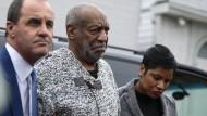 Bill Cosby erscheint bei Gericht in Pennsylvania um seine Kaution zu bezahlen.