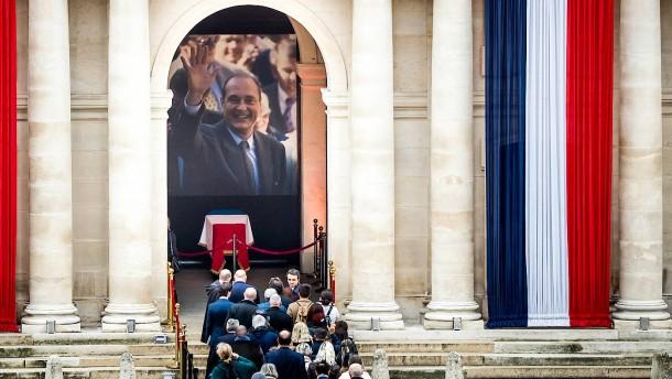 Franzosen nehmen Abschied von Chirac