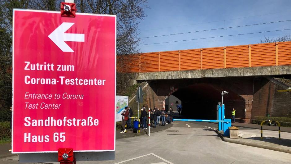Wegweiser zum Corona-Testcenter am Universitätsklinikum Frankfurt