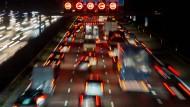 Verkehrsminister Dobrindt verteidigt Pkw-Maut