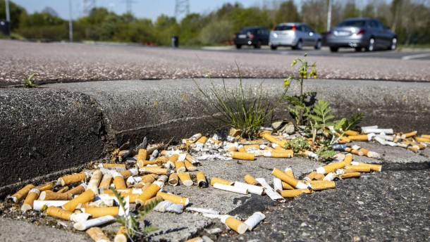 Tabakindustrie soll für Entsorgung von Kippenstummeln zahlen