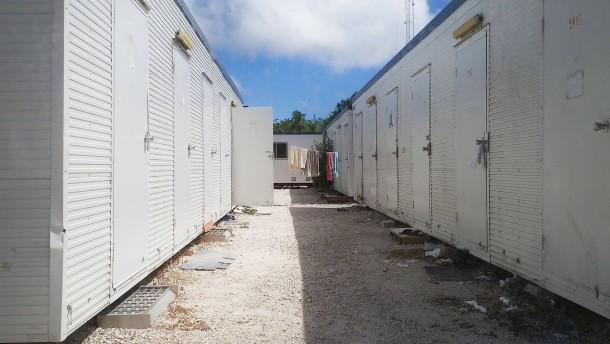 Australien lässt Asylsuchende aus Nauru ins Land