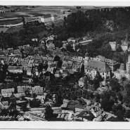 Eine Bergstadt mit Herrschaftsanspruch: Schwarzenberg, südlich von Chemnitz gelegen, fühlte sich schon immer selbständig. Das imposante Schloss – damals Gefängnis, heute Museum – prägt das Stadtbild.