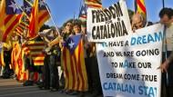 Katalanen feiern symbolisches Referendum