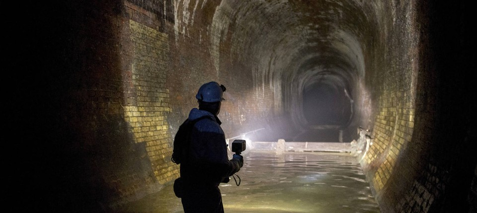 Bekannt London: Riesiger Fettberg blockiert Abwasserkanal ZI88