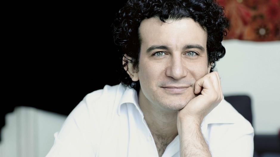 Hat auch schon unter dem Eiffelturm dirigiert: Alain Altinoglu