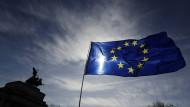 Bewölkter Himmel: Eine EU-Flagge in Großbritannien