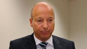 Früherer EBS-Chef soll Vorwürfe untermauern