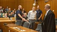 Angeklagt: Mit 21 Messerstichen soll der Gastronom Jan M. (Mitte) seine frühere Geschäftspartnerin Irina A. getötet haben.