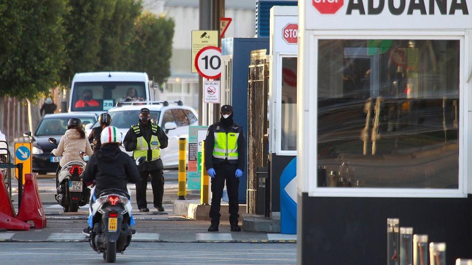 Am Grenzübergang zwischen Gibraltar und Spanien.