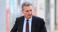 Oettinger sieht keine Aussicht auf baldige Visafreiheit für Türkei