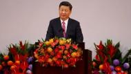 Chinas Präsident Xi Jinping hält in Hongkong: Vor 20 Jahren wurde Hongkong an die Volksrepublik zurückgegeben.