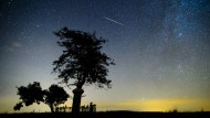 Wunsch frei: Sternschnuppe über Salgatorjan in Ungarn