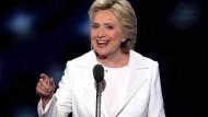 """""""Mit Demut, Entschlossenheit und grenzenlosem Vertrauen in Amerikas Versprechen nehme ich Eure Nominierung für das Präsidentenamt an"""": Hillary Clinton ist nun auch offiziell die Präsidentschaftskandidatin der Demokraten"""