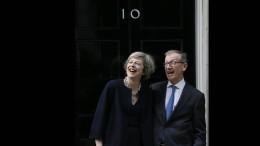 May gibt Tory-Vorsitz offiziell ab