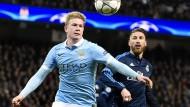 Den Madrilenen auf und davon eilen? Kevin de Bruyne (l.) will mit Manchester City ins Champions-League-Finale