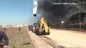 Tank explodiert und fliegt weit durch die Luft