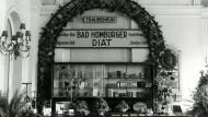 Gesünder leben: Werbestand im Kurhaus für die Bad Homburger Diät von Eduard Fresenius, dem Gründer des gleichnamigen Konzerns, aus dem Jahr 1937