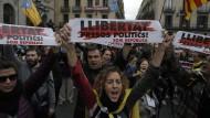 Demonstranten vor dem Sitz der katalanischen Regionalregierung.
