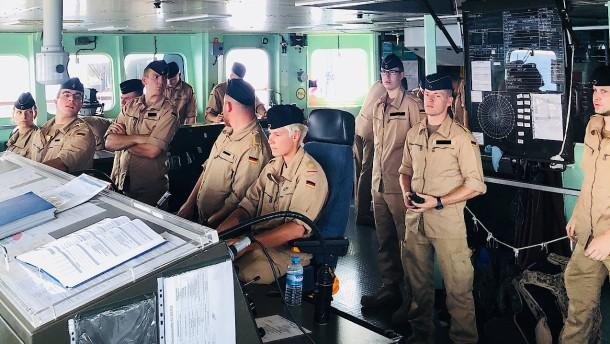 Wie eine deutsche Fregatte das Flüchtlingsabkommen überwacht