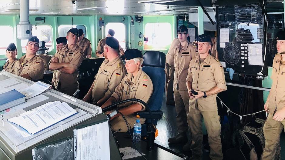 Auf der Brücke gilt die Philosophie, dass ein gut organisiertes Schiff wenig Führung des Kapitäns bedarf.