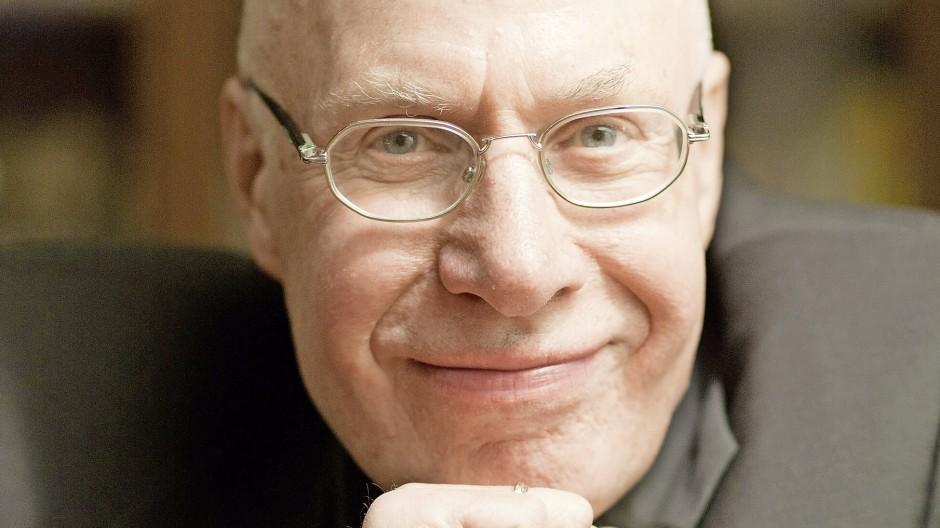 Der Publizist Frank Böckelmann, porträtiert in seiner Wohnung in Dresden.