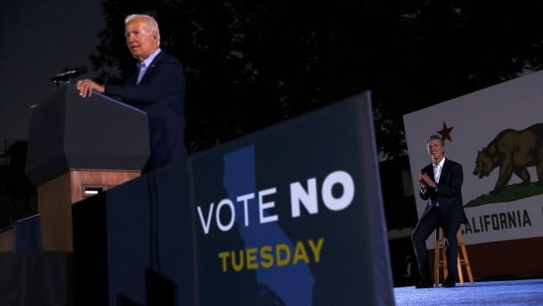 """Biden warnt Wähler vor """"Trump-Klon"""""""