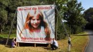 Mit diesem Plakat in Ranstadt-Bobenhausen bat die Polizei um Hinweise auf den Täter im Mordfall Johanna