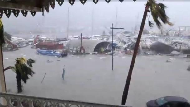 Karibik-Inseln ertrinken im Sturm